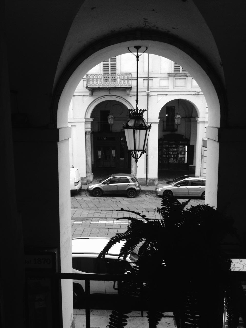Studio psicologa torino portici e Via Po da finestra